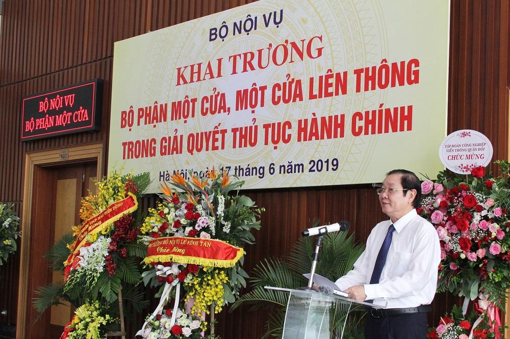 Bộ trưởng Bộ Nội vụ Lê Vĩnh Tân phát biểu khai trương Bộ phận một cửa, một cửa liên thông trong giải quyết thủ tục hành chính của Bộ Nội vụ