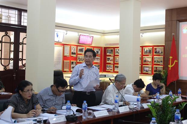 PGS.TS. Văn Tất Thu – Nguyên Thứ trưởng Bộ Nội vụ trình bày tham luận tại Hội thảo