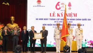 Thủ tướng Chính phủ Nguyễn Xuân Phúc trao Huân chương Lao động hạng Nhì cho Học viện Hành chính Quốc gia