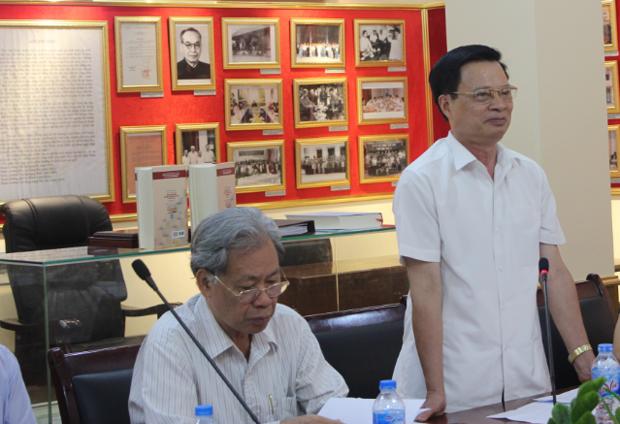 TS. Trần Văn Tuấn – Nguyên Bộ trưởng Bộ Nội vụ phát biểu ý kiến tại Hội thảo