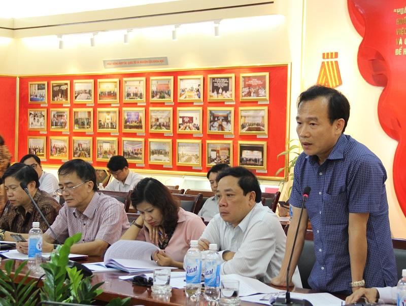 Ông Nguyễn Mạnh Quân - Phó Vụ trưởng Vụ Kế hoạch - Tài chính, Bộ Nội vụ trao đổi tại Hội thảo