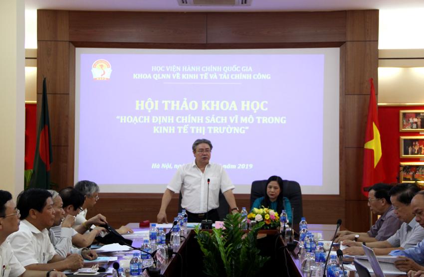 TS. Đặng Xuân Hoan - Bí thư Đảng ủy - Giám đốc Học viện Hành chính Quốc gia phát biểu khai mạc hội thảo