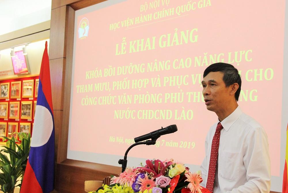 Ông Vũ Đức Dũng – Phó Vụ trưởng Vụ Quan hệ quốc tế (Văn phòng Chính phủ Việt Nam) phát biểu tại Lễ khai giảng