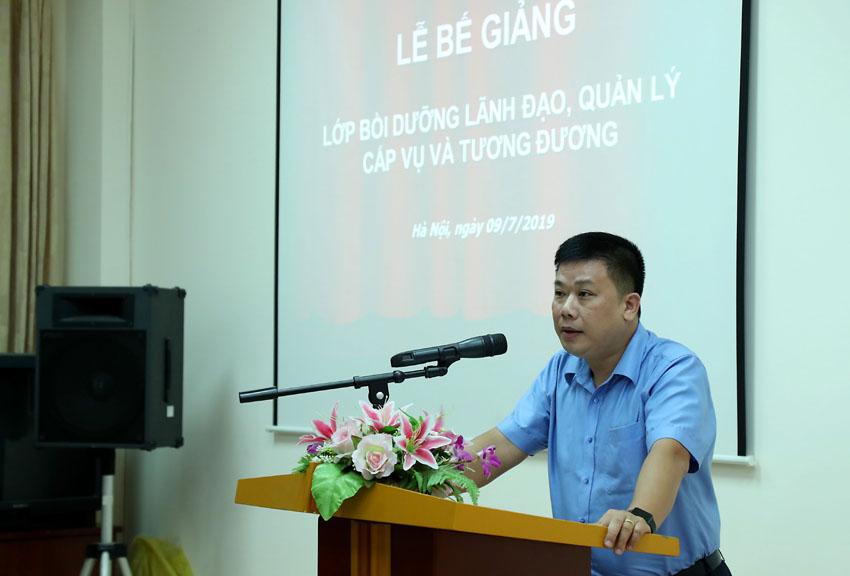 Đồng chí Lê Tuấn Anh đại diện học viên phát biểu