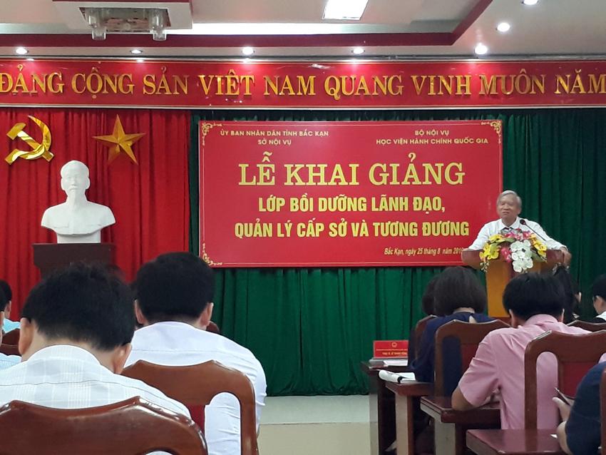 NGƯT. TS. Vũ Thanh Xuân - Phó Giám đốc Học viện Hành chính Quốc gia phát biểu khai giảng khóa học