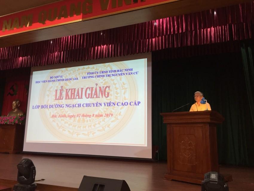 NGƯT.TS. Vũ Thanh Xuân, Phó Giám đốc Học viện Hành chính Quốc gia phát biểu khai giảng khóa học