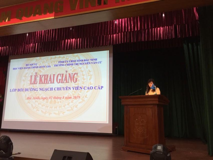 ThS. Lê Phương Thúy, Phó Trưởng Ban Quản lý bồi dưỡng công bố các Quyết định liên quan đến tổ chức khóa học