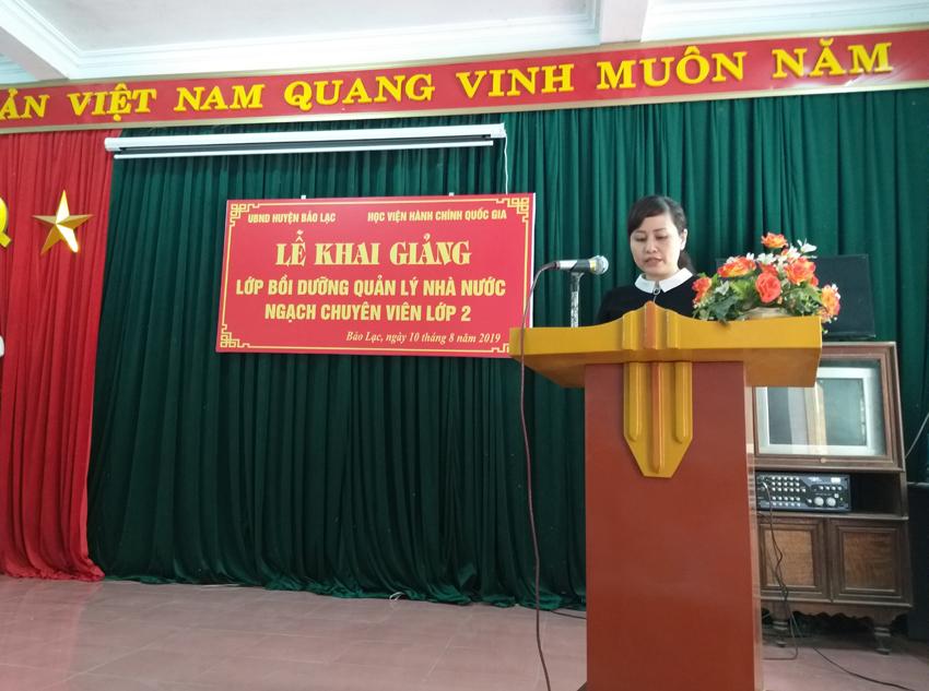 Đồng chí Lê Phương Thúy - Phó Trưởng ban, Ban Quản lý bồi dưỡng phát biểu tại buổi lễ