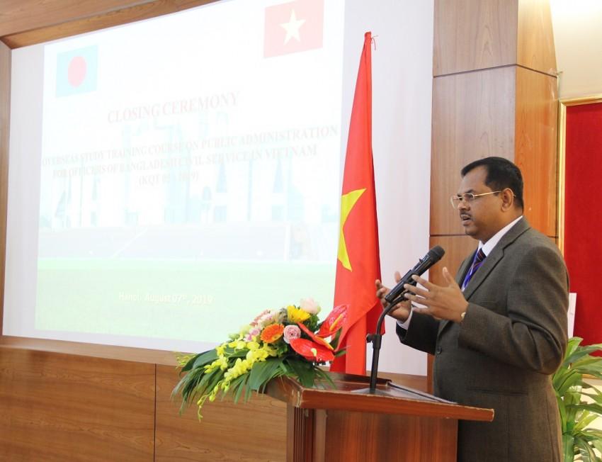 Ông Md. Shahidul Alam - Vụ trưởng, Bộ Phúc lợi và Việc làm ở nước ngoài (Băng-la-đét) phát biểu tại Lễ bế giảng khóa bồi dưỡng