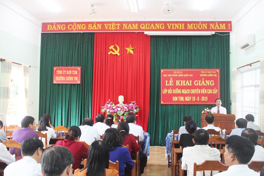 TS. Nguyễn Đăng Quế, Phó Giám đốc Học viện Hành chính Quốc gia phát biểu tại buổi lễ