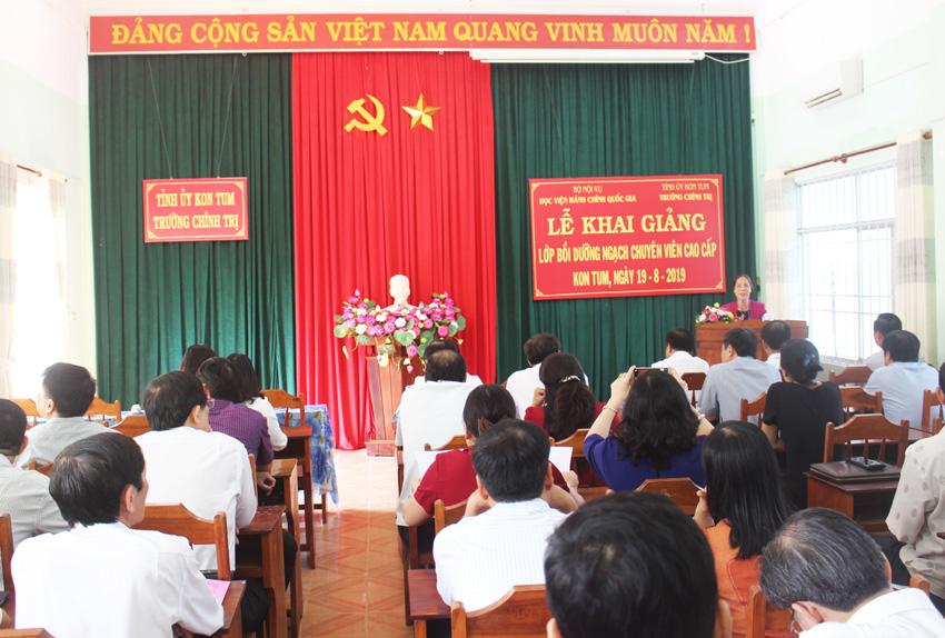 Đồng chí Y Mửi, Phó Bí thư Thường trực Tỉnh ủy Kom Tum phát biểu tại buổi lễ