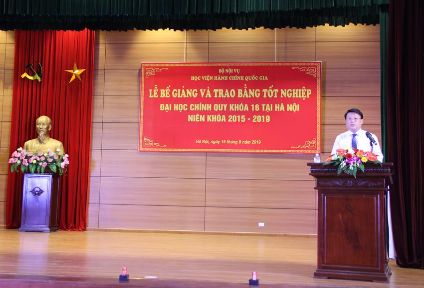 TS. Bùi Huy Tùng – Chánh Văn phòng Học viện, phụ trách Ban quản lý bồi dưỡng công bố các quyết định tại Lễ bế giảng