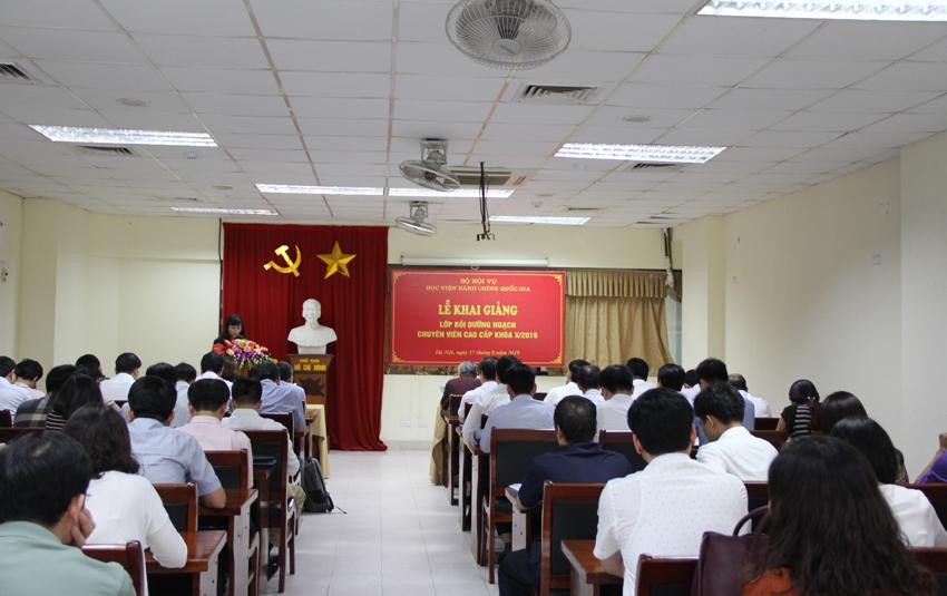 ThS. Lê Phương Thúy, Phó Trưởng ban, Ban Quản lý bồi dưỡng công bố các Quyết định tổ chức lớp, Quyết định chủ nhiệm lớp của Giám đốc Học viện