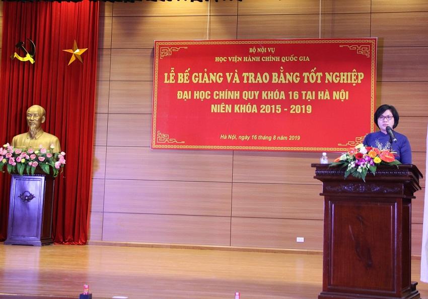 ThS. Phan Thị Thanh Hương - Phụ trách, điều hành Phòng Quản lý đào tạo, phát triển nhân lực hành chính báo cáo tổng kết khóa học