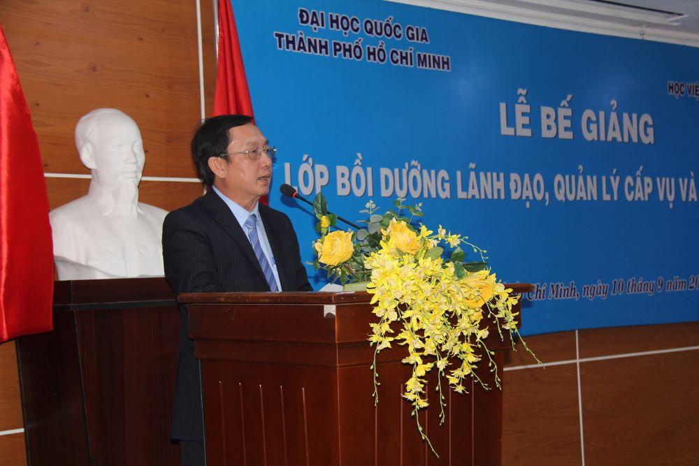 PGS.TS. Huỳnh Thành Đạt - Ủy viên Trung ương Đảng, Giám đốc Đại học Quốc gia thành phố Hồ Chí Minh phát biểu bế giảng