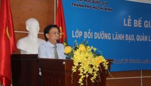 PGS.TS. Huỳnh Văn Thới, Phó Giám đốc Học viện Hành chính Quốc gia tại phân viện Học viện Hành chính Quốc gia tại Thành phố Hồ Chí Minh phát biểu bế giảng