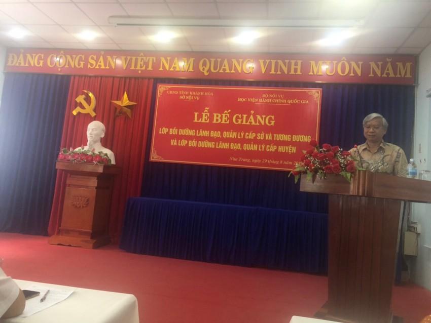 NGƯT.TS. Vũ Thanh Xuân – PGĐ Học viện Hành chính Quốc gia phát biểu tại buổi lễ Bế giảng