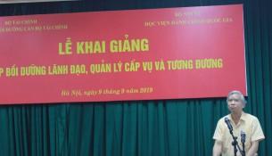 NGUT.TS. Vũ Thanh Xuân – Phó Giám đốc Học viện Hành chính Quốc gia phát biểu khai giảng