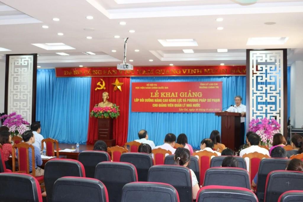 TS. Đặng Xuân Hoan – Giám đốc Học viện Hành chính Quốc gia dự lễ khai giảng và phát biểu