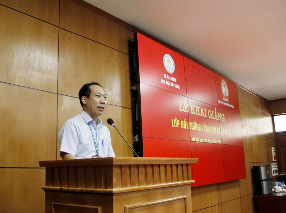 Đồng chí Nguyễn Xuân Thạch thay mặt các học viên phát biểu