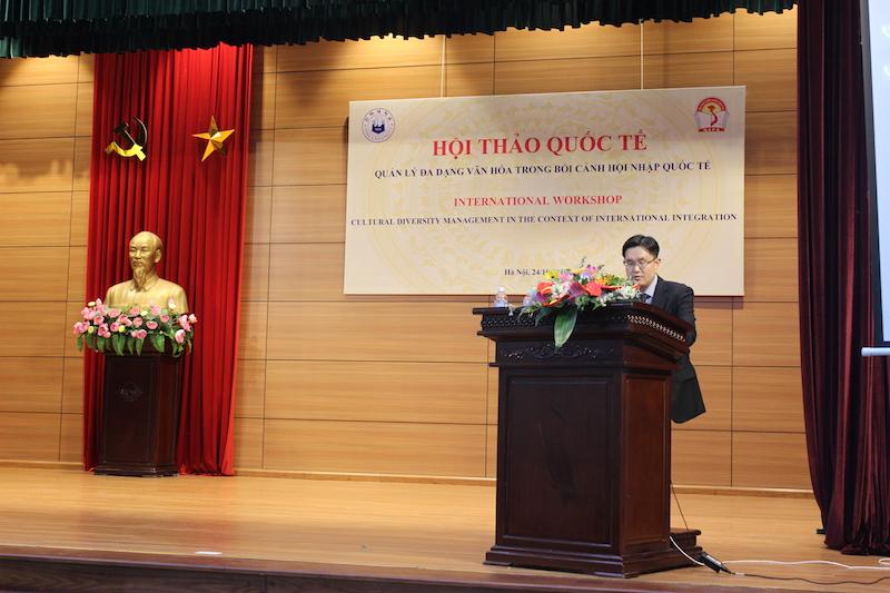 TS. Youngsub Oh – Đại học INHA trình bày tham luận tại Hội thảo