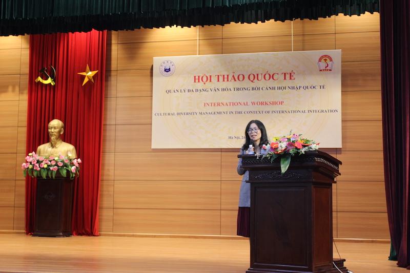PGS.TS. Bùi Thanh Thuỷ - Đại học Văn hoá Hà Nội trình bày tham luận tại Hội thảo