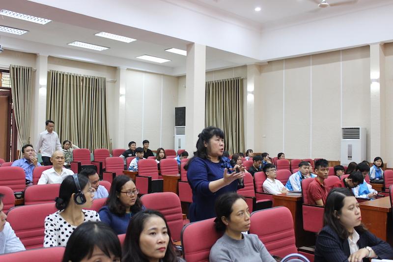 PGS.TS. Đinh Thị Minh Tuyết, Giảng viên cao cấp Học viện Hành chính Quốc gia trao đổi ý kiến tại buổi Hội thảo