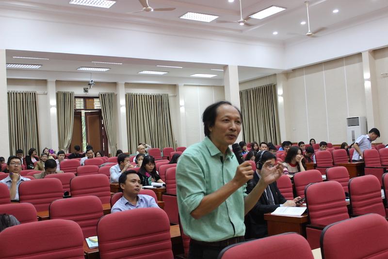 ThS. Hoàng Xuân Tuyền – Giảng viên Học viện Hành chính Quốc gia trao đổi ý kiến tại hội thảo