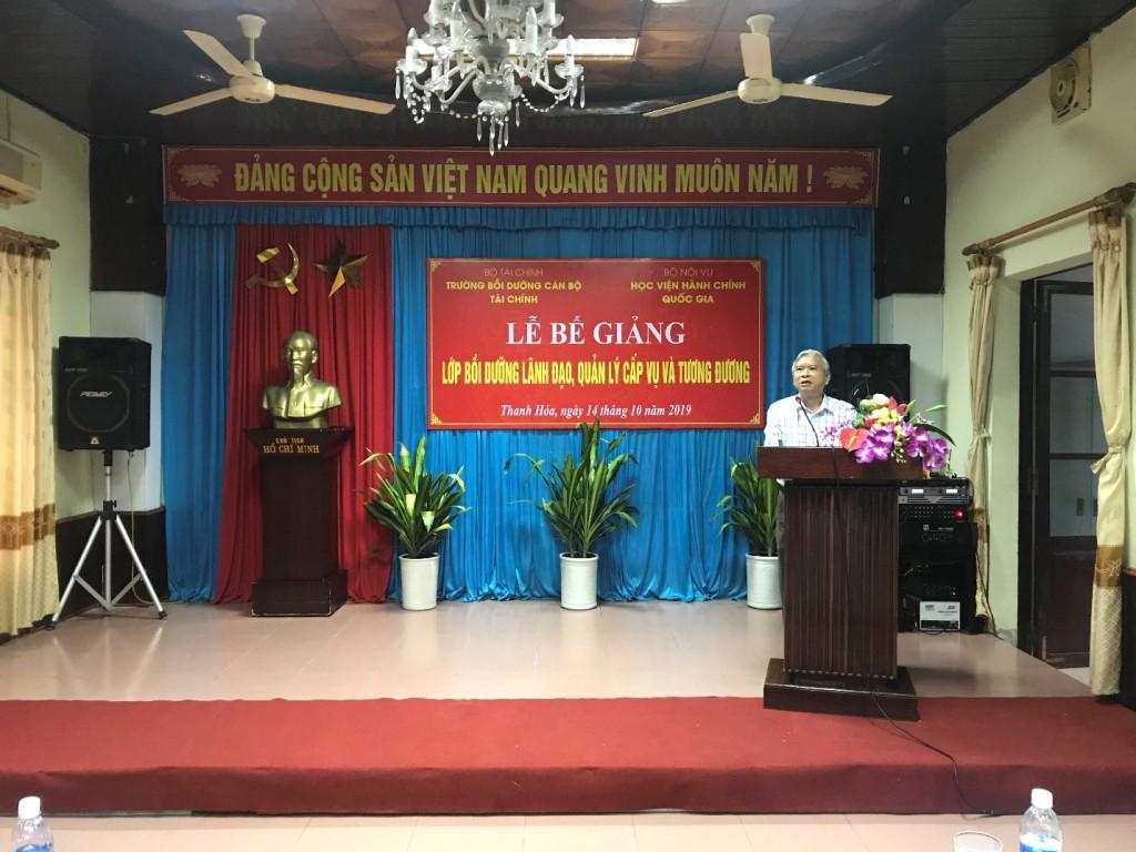 NGƯT.TS. Vũ Thanh Xuân – Phó Giám đốc Học viện Hành chính Quốc gia phát biểu bế giảng khoá học