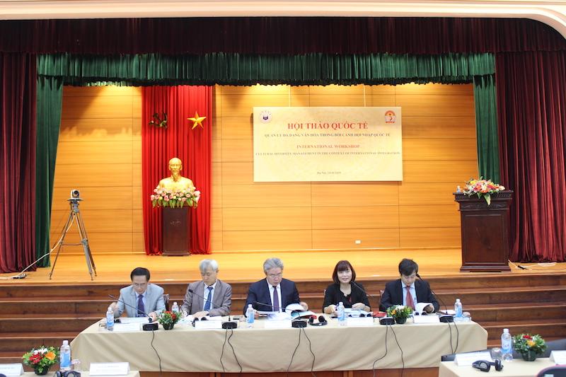 Đoàn Chủ tịch Hội thảo