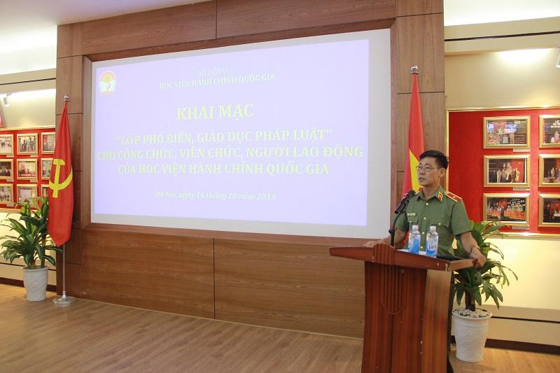 Thiếu tướng Phạm Văn Vinh giới thiệu về Luật bảo vệ bí mật nhà nước