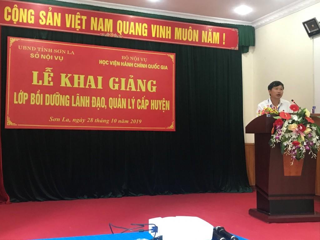 Ông Nguyễn Minh Hoà – Tỉnh ủy viên, Giám đốc Sở Nội vụ tỉnh Sơn La phát biểu tại buổi lễ khai giảng