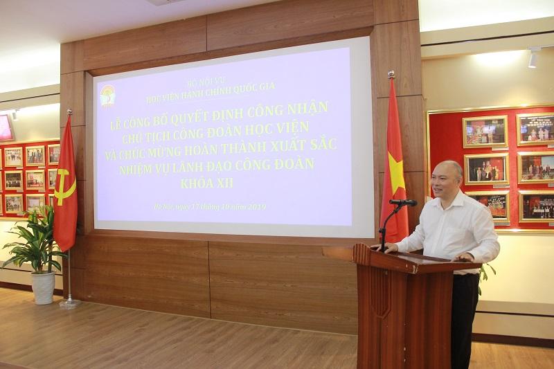 Đồng chí Vũ Đăng Minh phát biểu chúc mừng đồng chí Bùi Huy Tùng