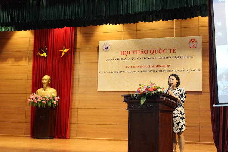 TS. Mijung Lee – Đại học INHA trình bày tham luận tại Hội thảo