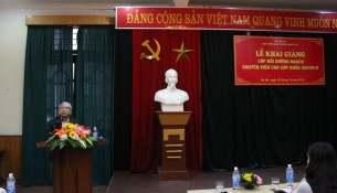 NGƯT. TS. Vũ Thanh Xuân, Phó Bí thư Đảng ủy, Phó giám đốc Học viện phát biểu khai giảng lớp học