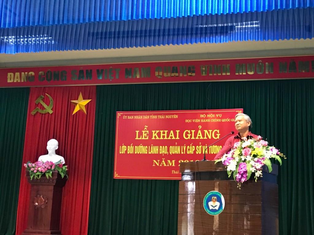 NGƯT.TS. Vũ Thanh Xuân - Phó Giám đốc Học viện Hành chính Quốc gia phát biểu tại buổi lễ