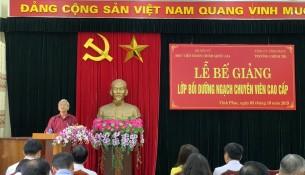 Phó giám đốc Học viện Hành chính Quốc gia NGƯT. TS. Vũ Thanh Xuân phát biểu tại lễ bế giảng lớp chuyên viên cao cấp tại tỉnh vĩnh phúc