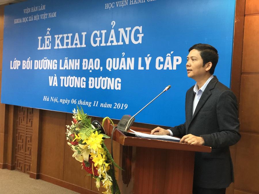Đồng chí Bùi Nhật Quang, Ủy viên dự khuyết Trung ương Đảng, Phó Bí thư Đảng ủy, Phó Chủ tịch  Viện Hàn lâm Khoa học Xã hội Việt Nam  phát biểu tại buổi lễ