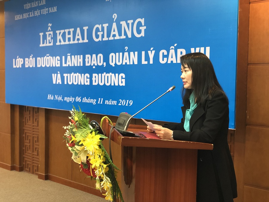 ThS. Nguyễn Thị Tâm, Phó Trưởng phòng Quản lý bồi dưỡng theo chức vụ lãnh đạo quản lý công bố các quyết định