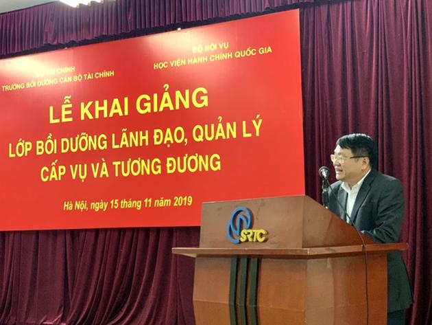 Đồng chí Hoàng Đình Thuần đại diện các học viên phát biểu