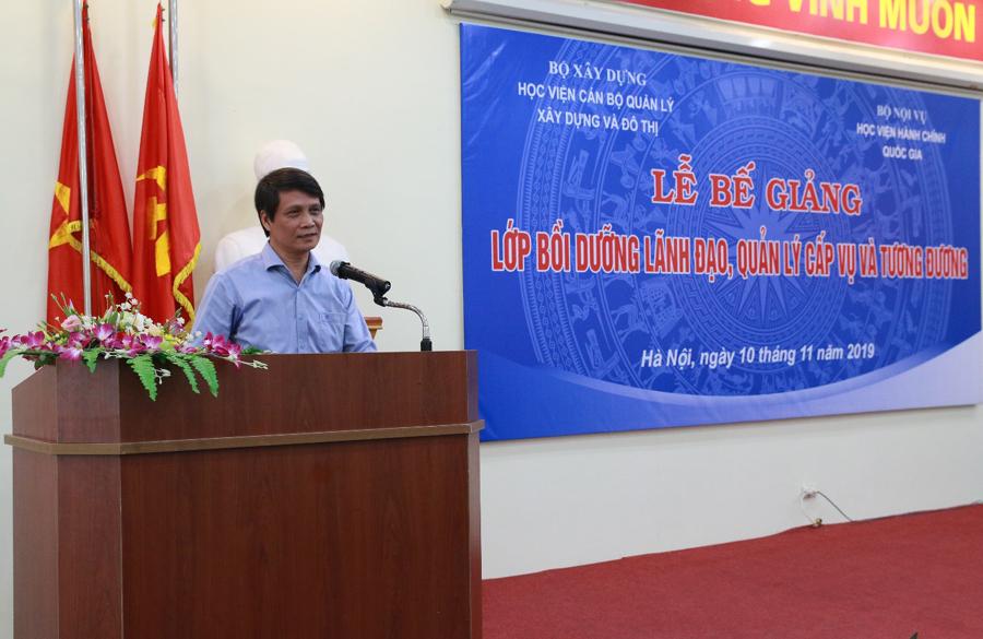 TS. Nguyễn Anh Dũng, Phó Giám đốc Học viện cán bộ quản lý xây dựng và đô thị phát biểu tại buổi lễ bế giảng