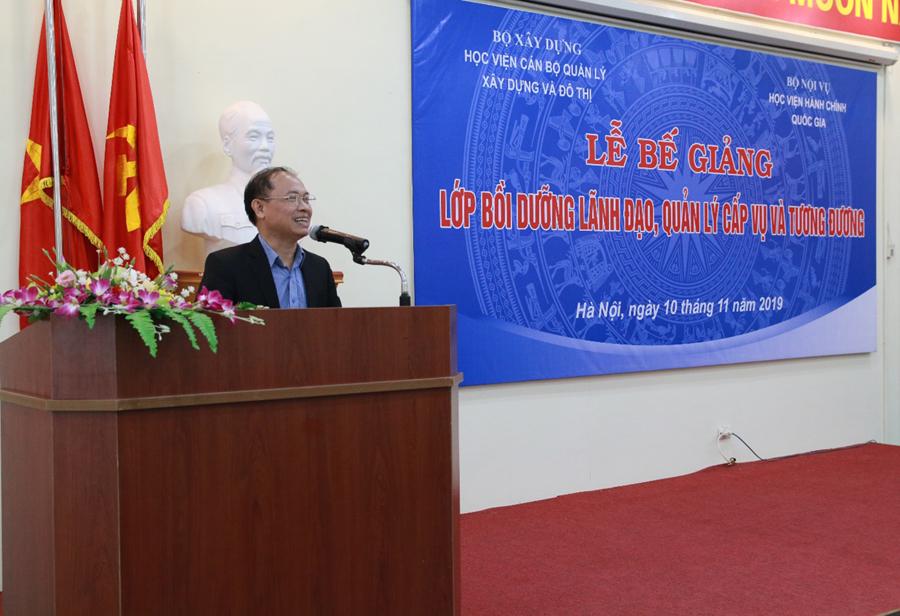TS. Phạm Văn Bộ đại diện học viên phát biểu
