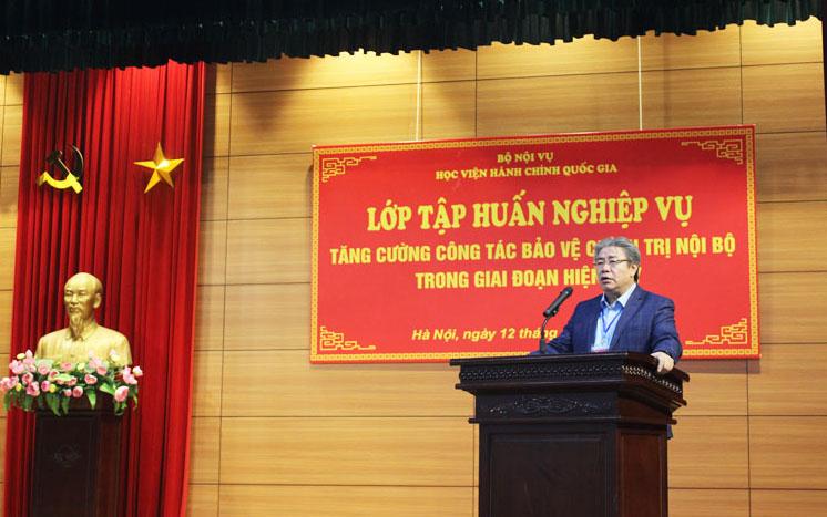 Đồng chí Đặng Xuân Hoan - Bí thư đảng ủy, Giám đốc Học viện Hành chính Quốc gia phát biểu tại buổi tập huấn