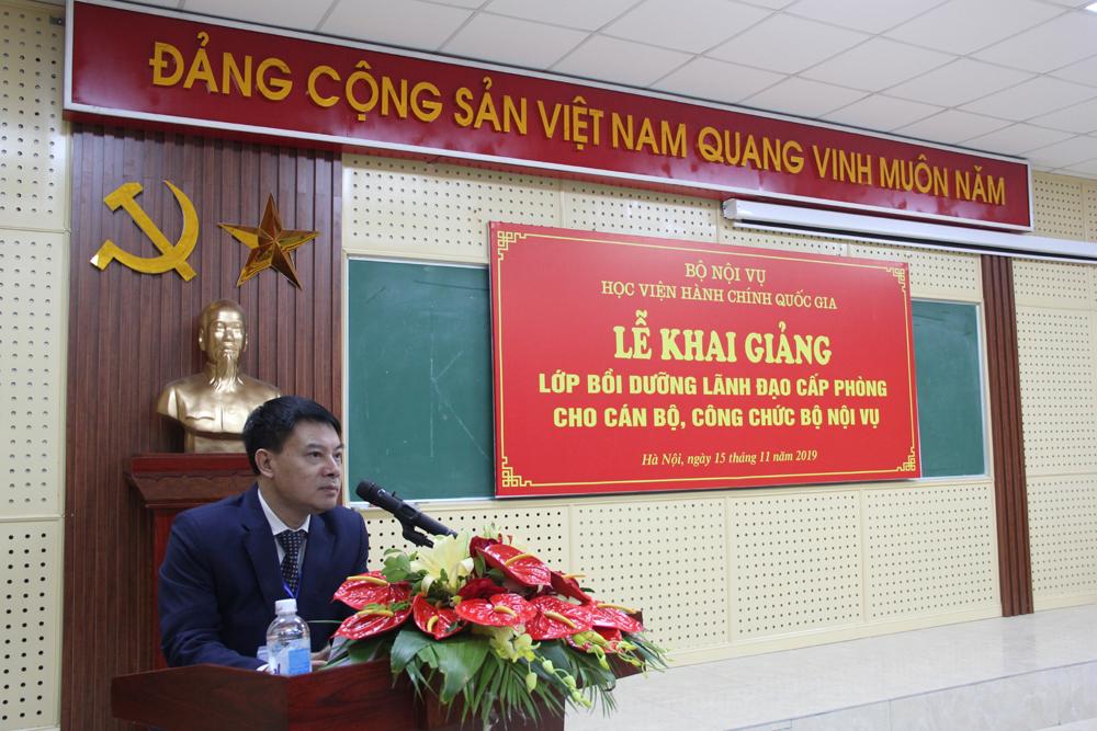 ThS. Tống Đăng Hưng – Phó Trưởng ban Quản lý bồi dưỡng công bố các Quyết định