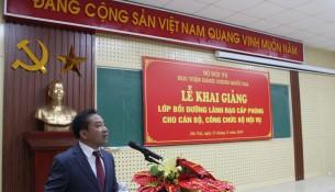 TS. Nguyễn Đăng Quế - Phó Giám đốc Học viện Hành chính Quốc gia phát biểu khai giảng
