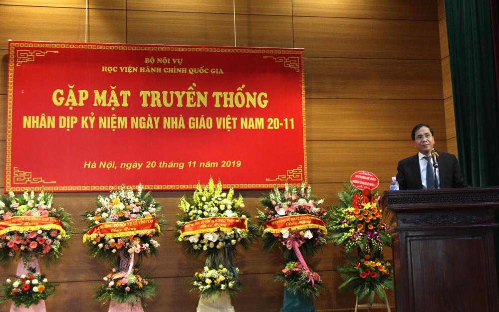 Thứ trưởng Bộ Nội vụ Triệu Văn Cường phát biểu chúc mừng tại buổi gặp mặt