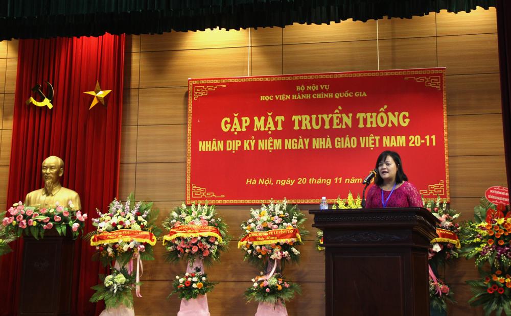 TS. Lê Cẩm Hà - Phó Trưởng Bộ môn Khoa học hành chính & Tổ chức nhân sự, đại diện cho các nhà giáo đang công tác tại HV phát biểu