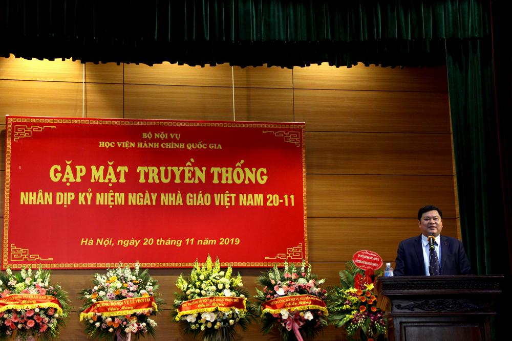 Đồng chí Trần Xuân Hiền - Phó Vụ trưởng Vụ Tổng hợp, Bộ Nội vụ đại diện học viên đang học tập, nghiên cứu tại Học viện phát biểu