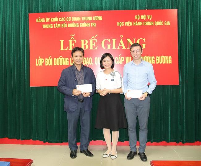 Hai tập thể xuất sắc được Trung tâm bồi dưỡng chính trị Đảng uỷ Khối các cơ quan Trung ương tặng phần thưởng