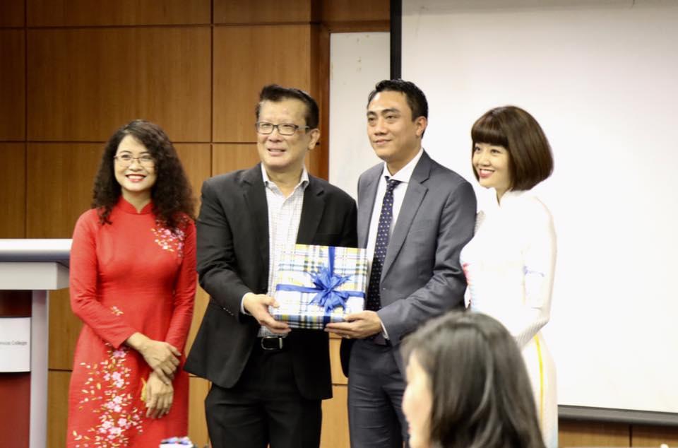 Buổi khai mạc chuyến nghiên cứu khảo sát của đoàn tại Trường Công vụ Xinh-ga-po